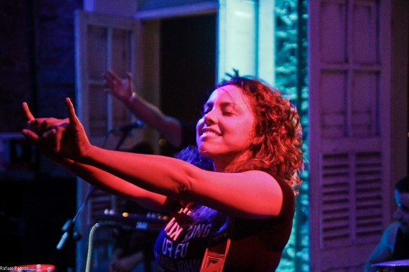 A segunda banda a subir no palco da Indie Sessions, Camarones Orquestra Guitarrística